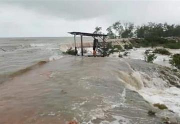 Zonas incomunicadas en Cárdenas luego de que se uniera laguna con el mar