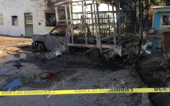 Se incendia camioneta en ranchería Río Viejo, al parecer transportaba huachicol