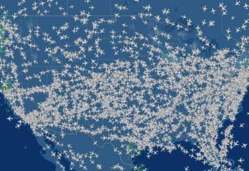 Millones de estadounidenses viajan en avión por el Día de Acción de Gracias