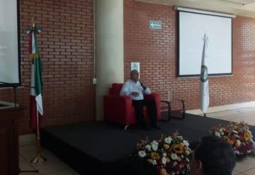 Universidad Olmeca ofreció conferencia en exposición de documentos históricos