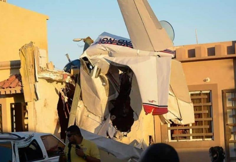 Avioneta cae sobre una casa en Sinaloa; mueren cuatro