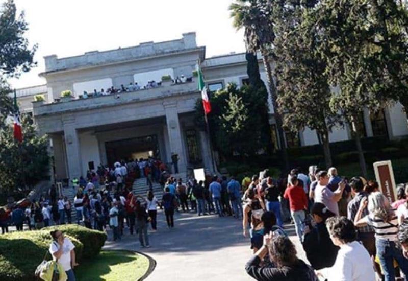 Más de 100 mil personas han visitado Los Pinos desde que se abrieron al público