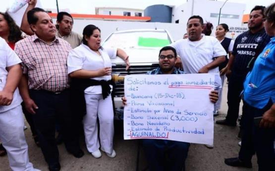 Cinco horas lleva en el estacionamiento del Hospital del Niño la esposa del gobernador