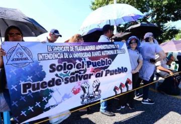 Alrededor de 500 agremiados a STAIUJAT bloquean carretera Villahermosa-Macuspana rumbo al aeropuerto