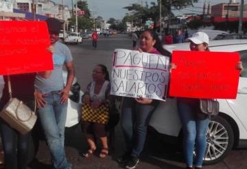 Trabajadores del Tribunal Electoral mantienen bloqueado Paseo de la Sierra