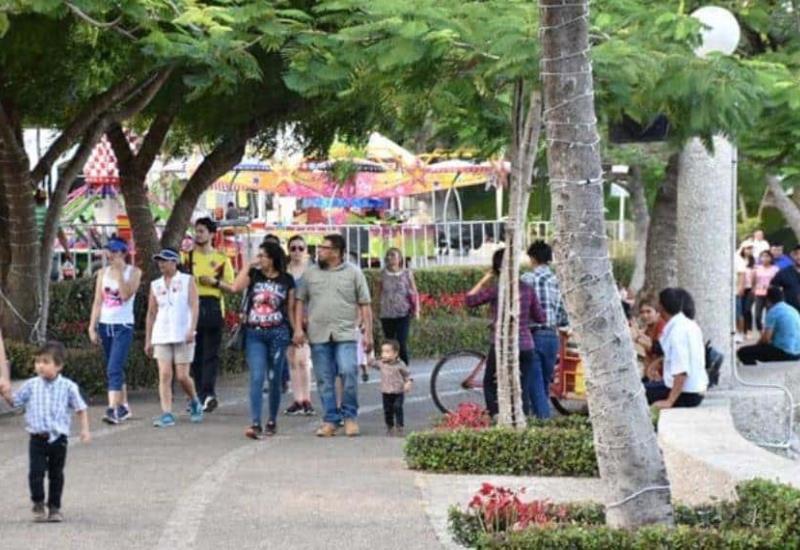 #Fotogalería Familias tabasqueñas visitan Villa Navidad este primero de enero