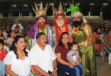 Celebran a niños paraiseños con gran festival de Día de Reyes