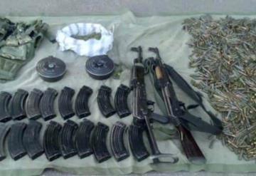 Encuentran armas largas y cartuchos en escuela de Guerrero