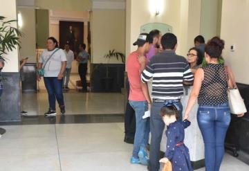 Palacio de gobierno se abre a los ciudadanos; decenas llegan a solicitar una cita con el gobernador