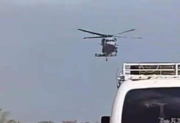 Intercepta helicóptero de la marina a huachicoleros en carretera federal Coatzacoalcos - Cárdenas