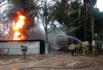Incendio de huachicolera en Lázaro Cárdenas pudo evitarse ya que PGR tenía conocimiento