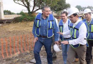 Nuevo Hospital en Tabasco; El gobernador Adán Augusto y el dir. Del ISSSTE recorren la construcción