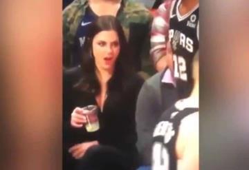 Esta fue la reacción de una mujer al ver al ´pack´ de un basquetbolista
