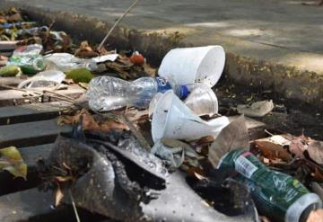 Sustraen cinco toneladas de basura de alcantarillas en colonias de Villahermosa