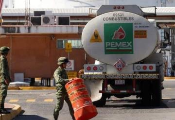 Detienen a presunto huachicolero dentro de Pemex