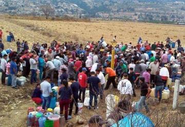 Ante desabasto de gasolina, habitantes saquean toma clandestina en Edomex