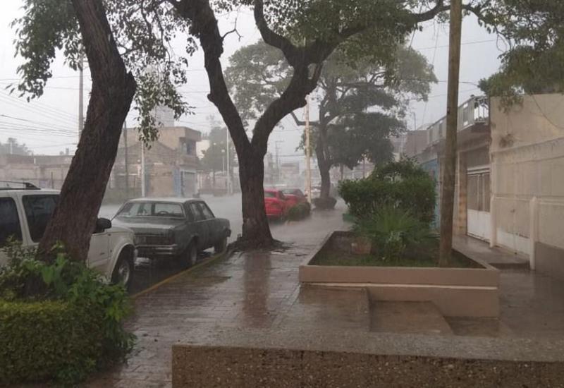 Repentina lluvia en Villahermosa, tome precauciones