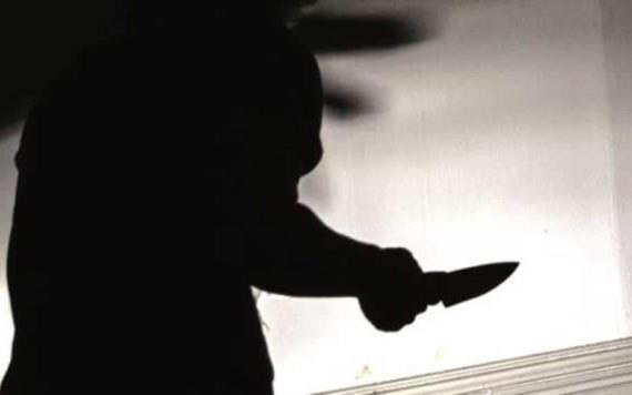 Hombre mató a su esposa, se hizo pasar por ella y asesinó a sus suegros