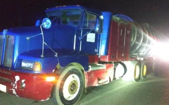 Una pipa con 30 mil litros de hidrocarburos fue asegurada en carretera Cárdenas-Villahermosa