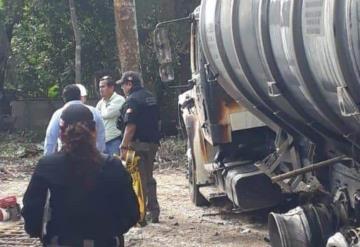Localizan tracto camión con 9 mil litros de hidrocarburo en Centro
