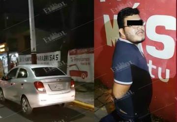Detienen a dos asaltantes en un auto de ´UBER´ en Paseo Tabasco