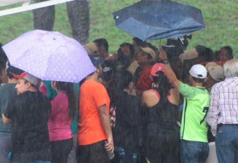 Así sorprendió la lluvia a villahermosinos