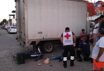 Camión embiste a repartidor de tortas; resultó severamente lesionado