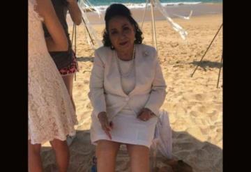 Compra Carmen Salinas un par de zapatos en prestigiosa tienda y le dan dos izquierdos