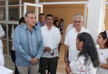 Adán Augusto López Hernández recorre instalaciones de los juzgados civiles de Centro