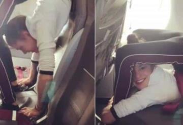 VIDEO: Gimnasta dobla su cuerpo en asiento de avión