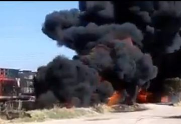 VIDEO: Pipa cargada de gasolina choca contra tren; hay dos muertos