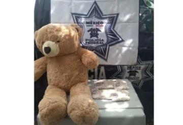 Aseguran 200 mil pesos ocultos en oso de peluche; iba a ser enviado a la Ciudad de México