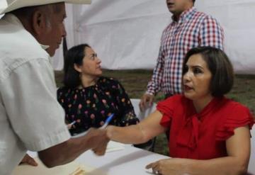 Acerca alcaldesa de Comalcalco audiencia pública a las familias de Arroyo Hondo segunda sección