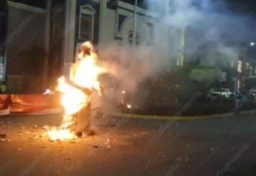 """Le prenden fuego a """"Arturo Núñez"""" en Comalcalco"""