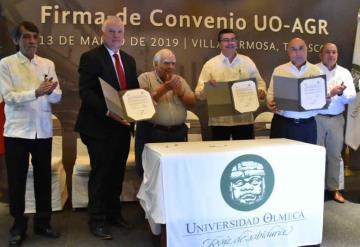 Firma de convenio Universidad Olmeca y la empresa AGR