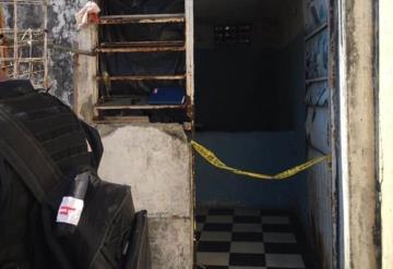 Encuentran a ambulante muerto en su casa