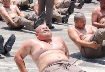 En Tailandia envían a sus policías con sobrepeso a campamento para destruir barrigas
