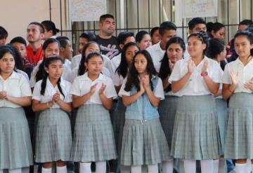 Entregan más obras para la educación de los niños en Comalcalco