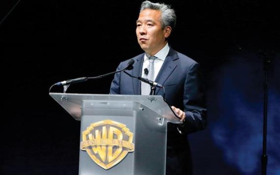 CEO de Warner Bros renuncia por relación con joven actriz