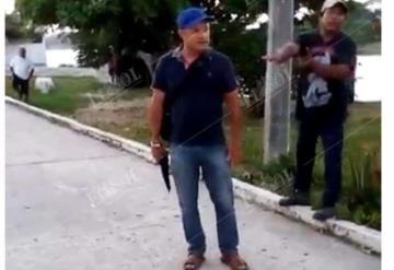 Con pistola en mano  psicólogo amenaza a familia en Tabasco