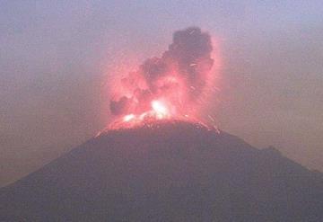 Explosión del Pococatépetl cimbra edificios de Puebla