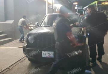 Fuerte operativo en avenida Méndez y Paseo Tabasco en Villahermosa; detienen a dos con armas