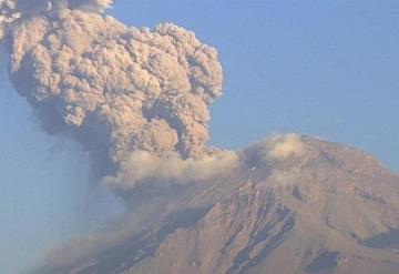 Explosión en Popocatépetl deja columna de 2.5 kilómetros
