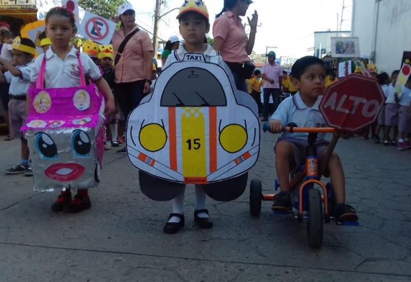 Desfilan en Tacotalpa por la Semana Nacional de Educación Vial