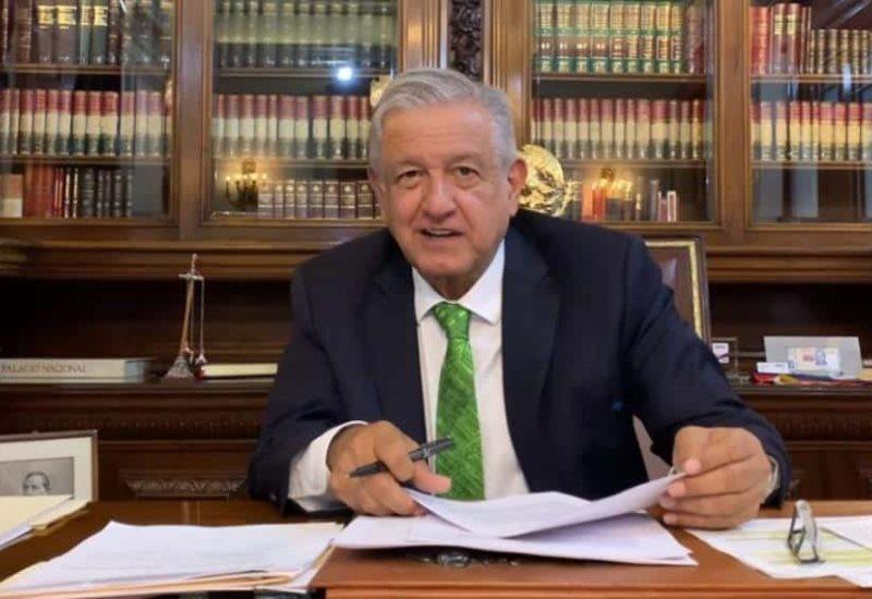 López Obrador firma memorándum que busca cancelar la Reforma Educativa