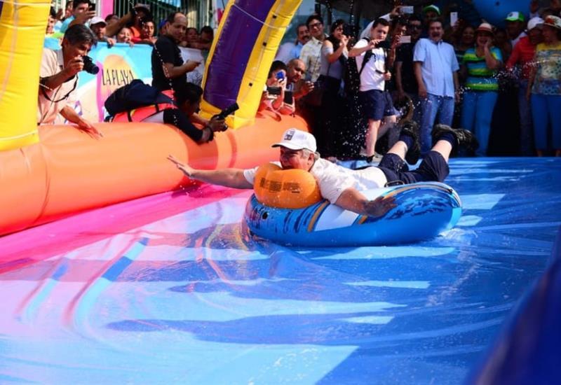 Así disfrutan villahermosinos del deslizador acuático; lo inaugura Evaristo Hernández