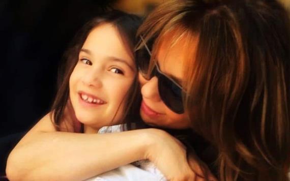 Fans llaman Mini Marimar a la hija de Thalía y Tommy Mottola