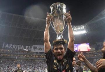 Jesús Gallardo levanta el trofeo de la Concachampions y se llevó a toda su familia al festejo