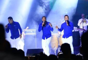 """Con éxito se presenta el grupo de salsa """"Team Band"""" en el Teatro al Aire Libre del Parque Tabasco"""