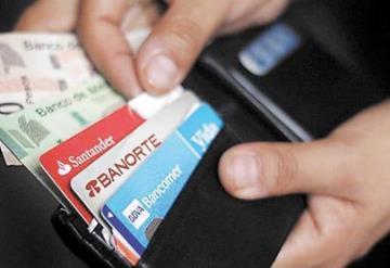 Mexicanos usan más crédito que nunca, cartera crediticia creció 30 veces más que la economía